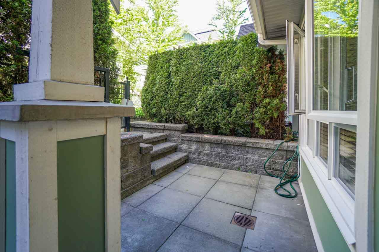 Townhouse at 7025 MONT ROYAL SQUARE, Vancouver East, British Columbia. Image 11