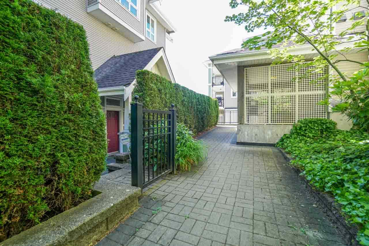 Townhouse at 7025 MONT ROYAL SQUARE, Vancouver East, British Columbia. Image 12