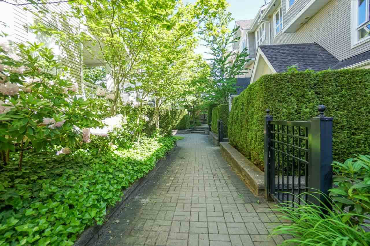 Townhouse at 7025 MONT ROYAL SQUARE, Vancouver East, British Columbia. Image 13