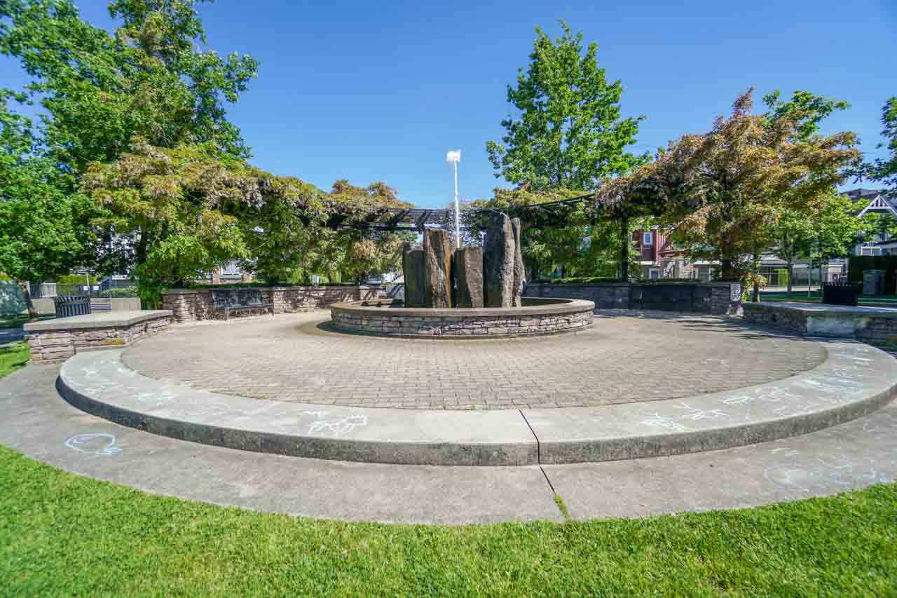Townhouse at 7025 MONT ROYAL SQUARE, Vancouver East, British Columbia. Image 15