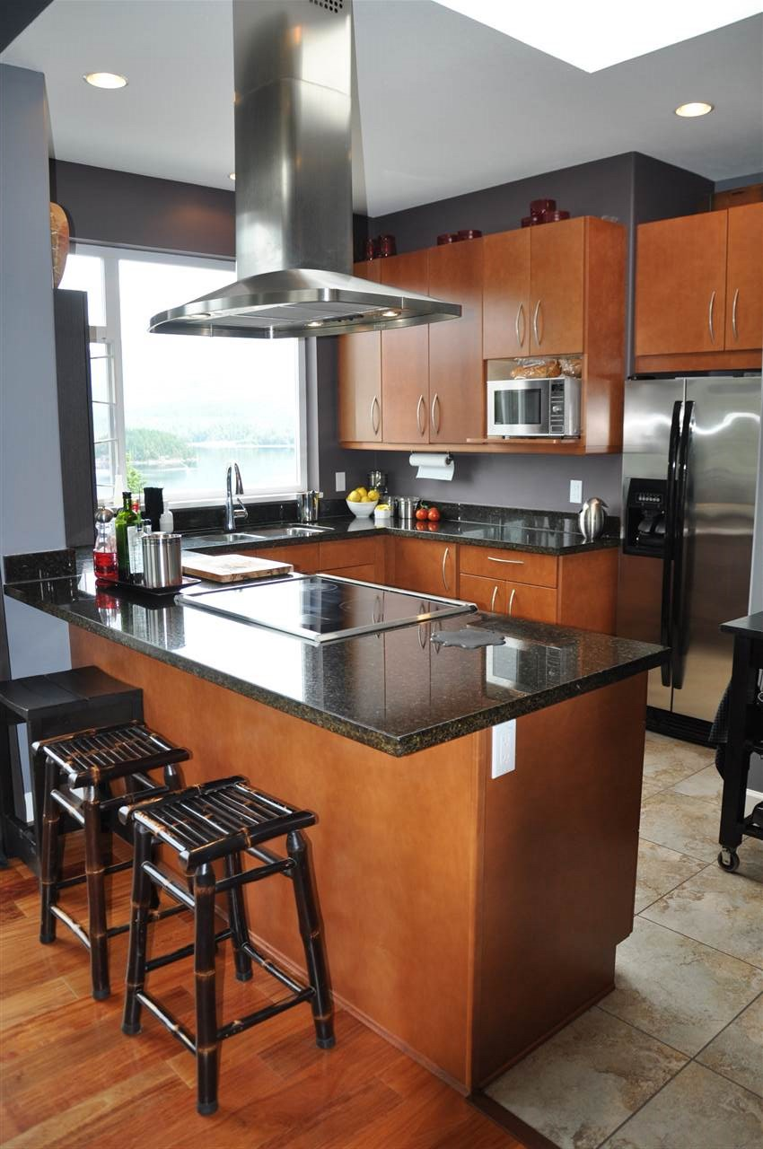 Condo Apartment at 12 5780 TRAIL AVENUE, Unit 12, Sunshine Coast, British Columbia. Image 4