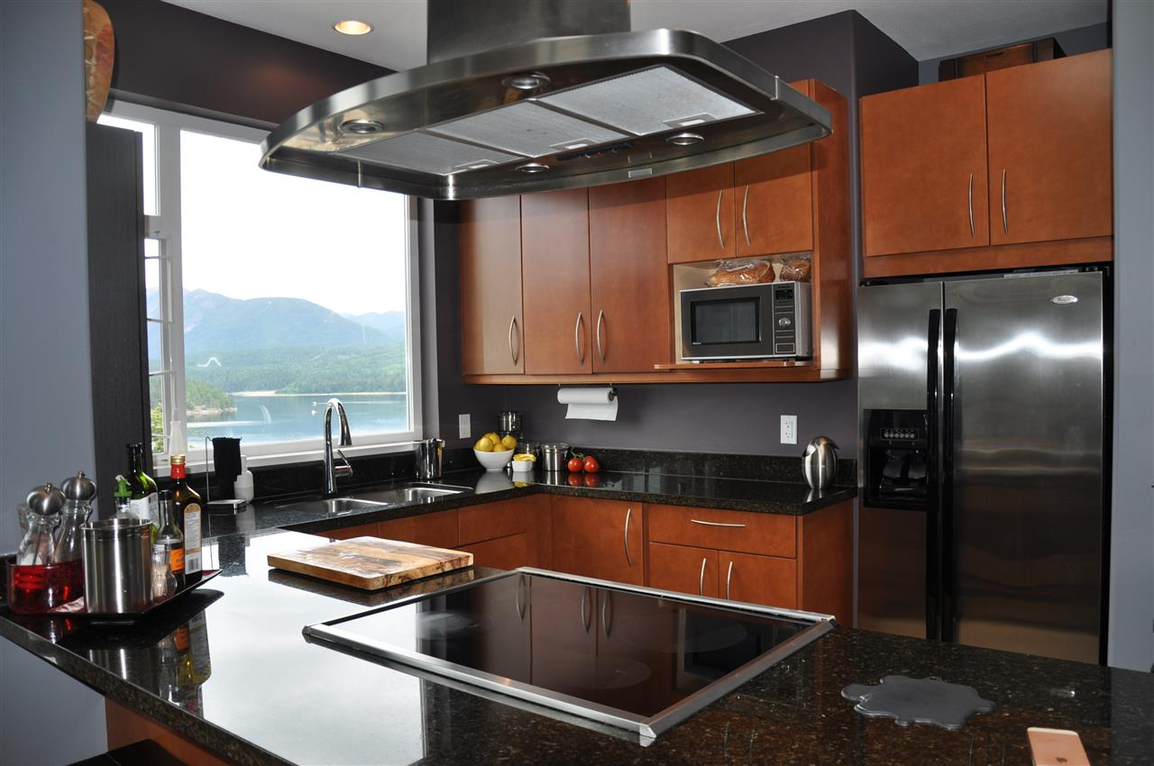Condo Apartment at 12 5780 TRAIL AVENUE, Unit 12, Sunshine Coast, British Columbia. Image 5