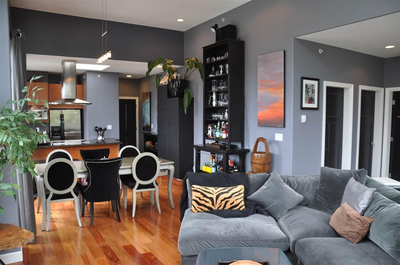 Condo Apartment at 12 5780 TRAIL AVENUE, Unit 12, Sunshine Coast, British Columbia. Image 6
