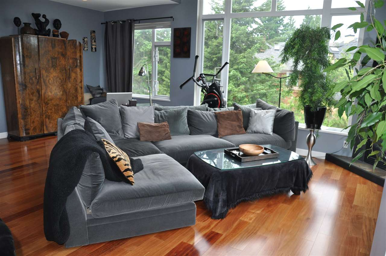 Condo Apartment at 12 5780 TRAIL AVENUE, Unit 12, Sunshine Coast, British Columbia. Image 7
