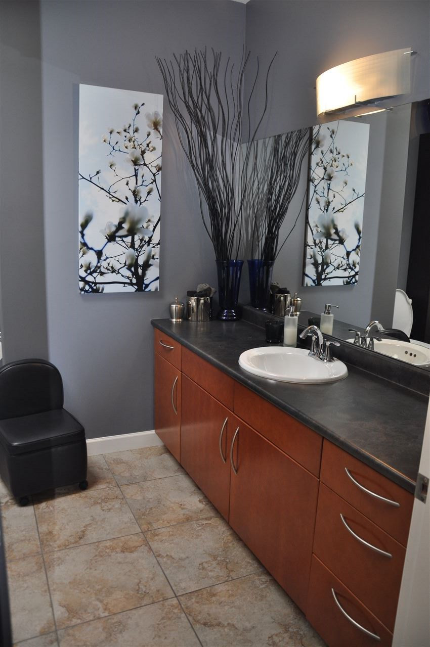 Condo Apartment at 12 5780 TRAIL AVENUE, Unit 12, Sunshine Coast, British Columbia. Image 12