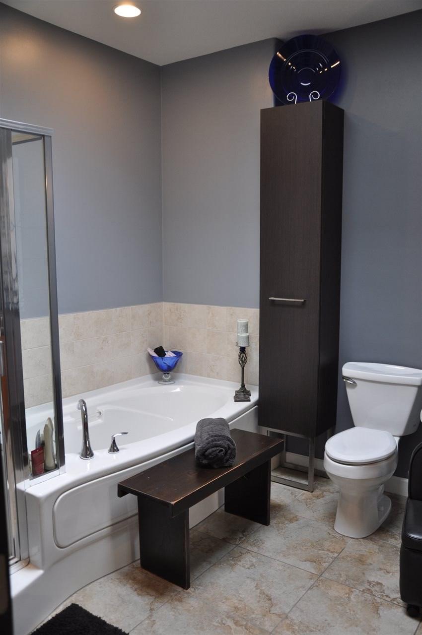 Condo Apartment at 12 5780 TRAIL AVENUE, Unit 12, Sunshine Coast, British Columbia. Image 13