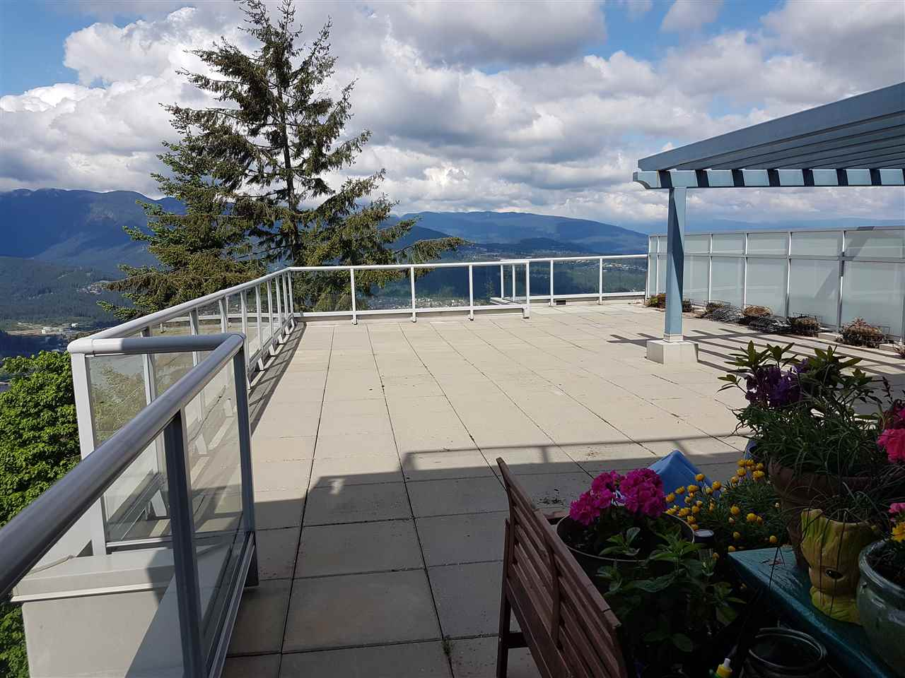 Condo Apartment at 803 9262 UNIVERSITY CRESCENT, Unit 803, Burnaby North, British Columbia. Image 2