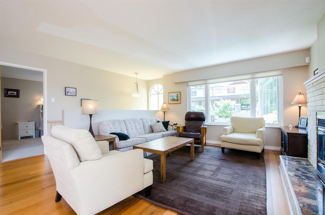 Half-duplex at 1443 VIDAL STREET, South Surrey White Rock, British Columbia. Image 4
