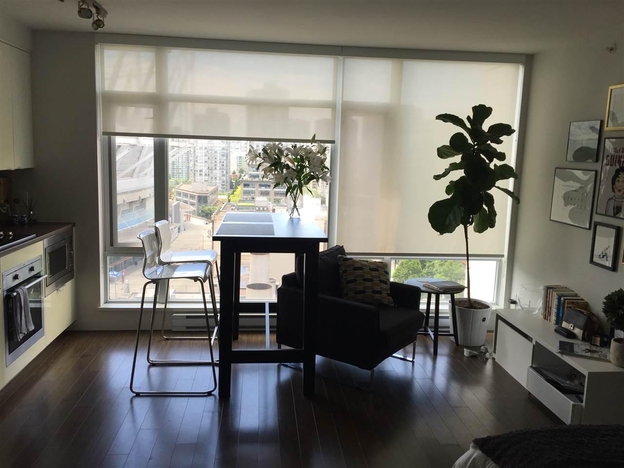 Condo Apartment at 1506 161 W GEORGIA STREET, Unit 1506, Vancouver West, British Columbia. Image 2