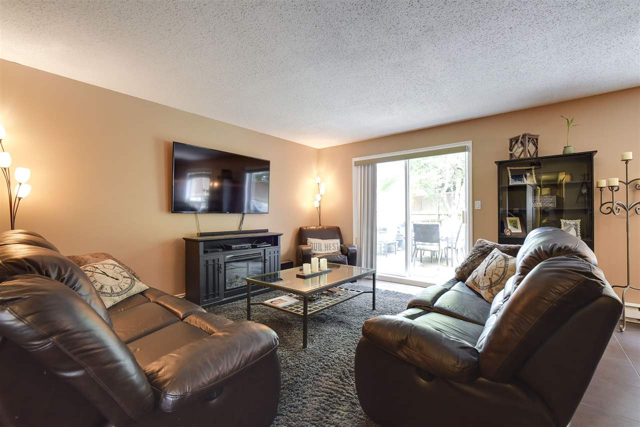 Townhouse at 3 19860 56 AVENUE, Unit 3, Langley, British Columbia. Image 4