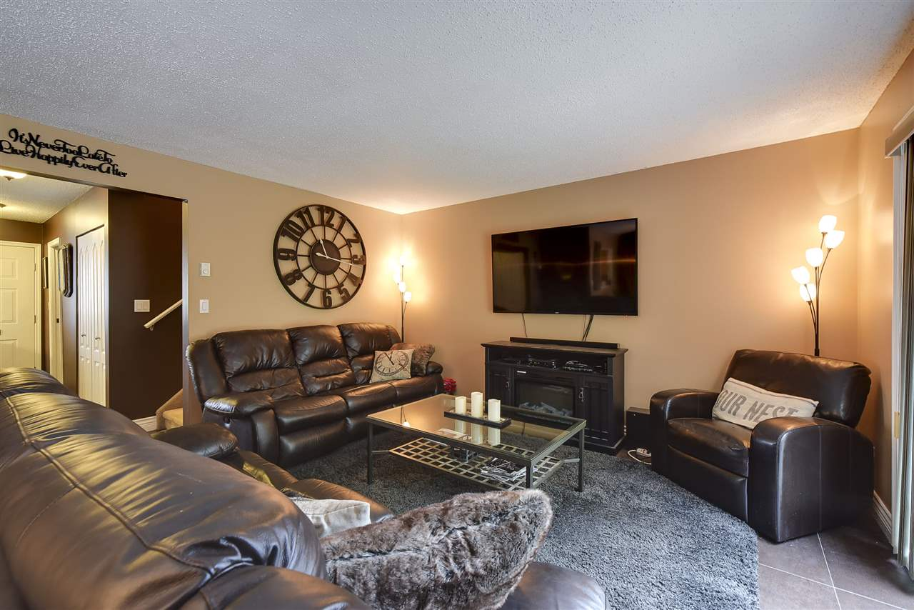 Townhouse at 3 19860 56 AVENUE, Unit 3, Langley, British Columbia. Image 5