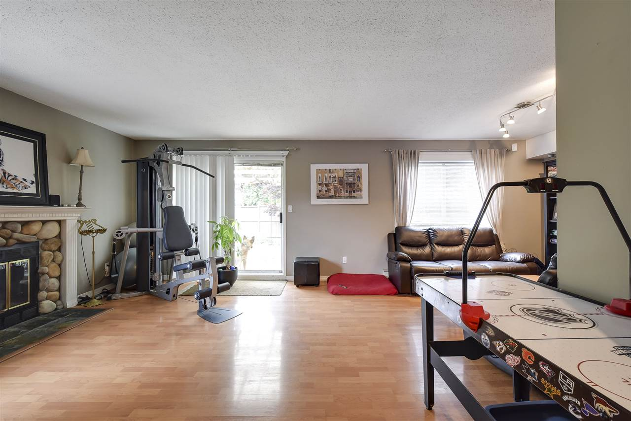 Townhouse at 5 19860 56 AVENUE, Unit 5, Langley, British Columbia. Image 4
