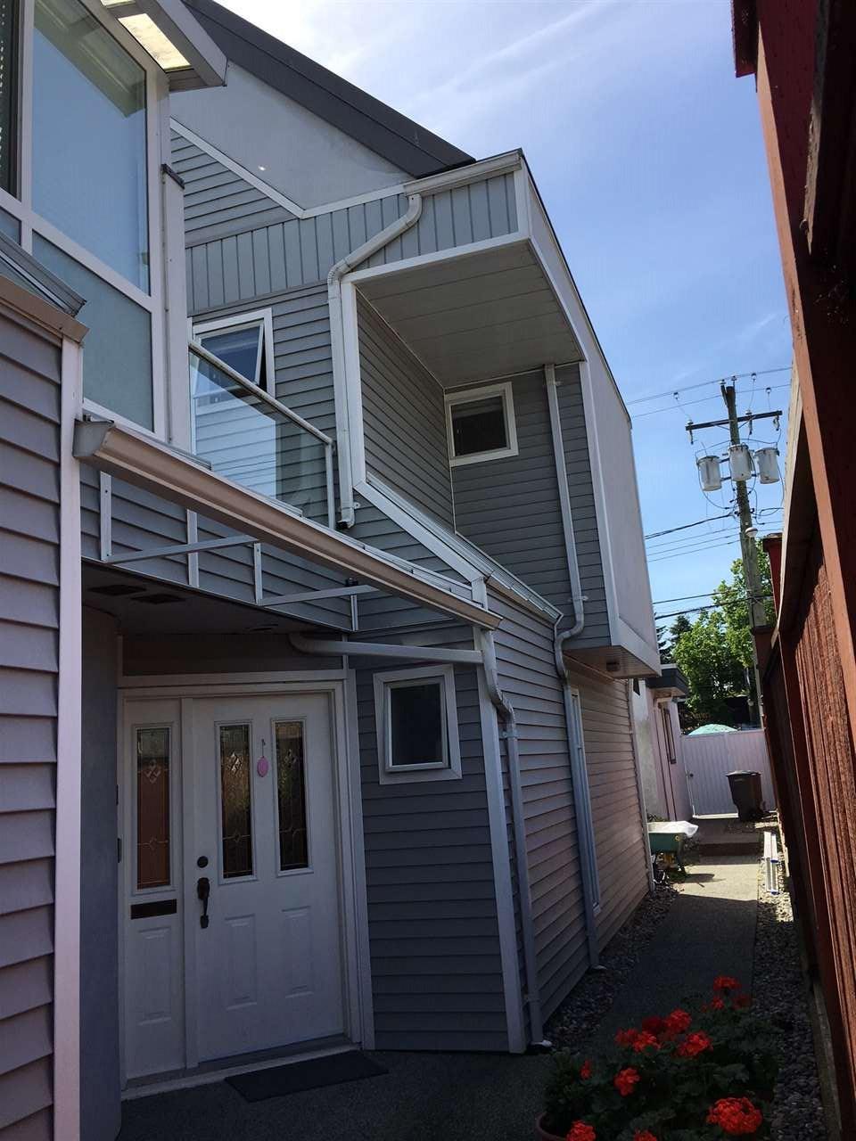 Half-duplex at 3060 W 8TH AVENUE, Vancouver West, British Columbia. Image 4