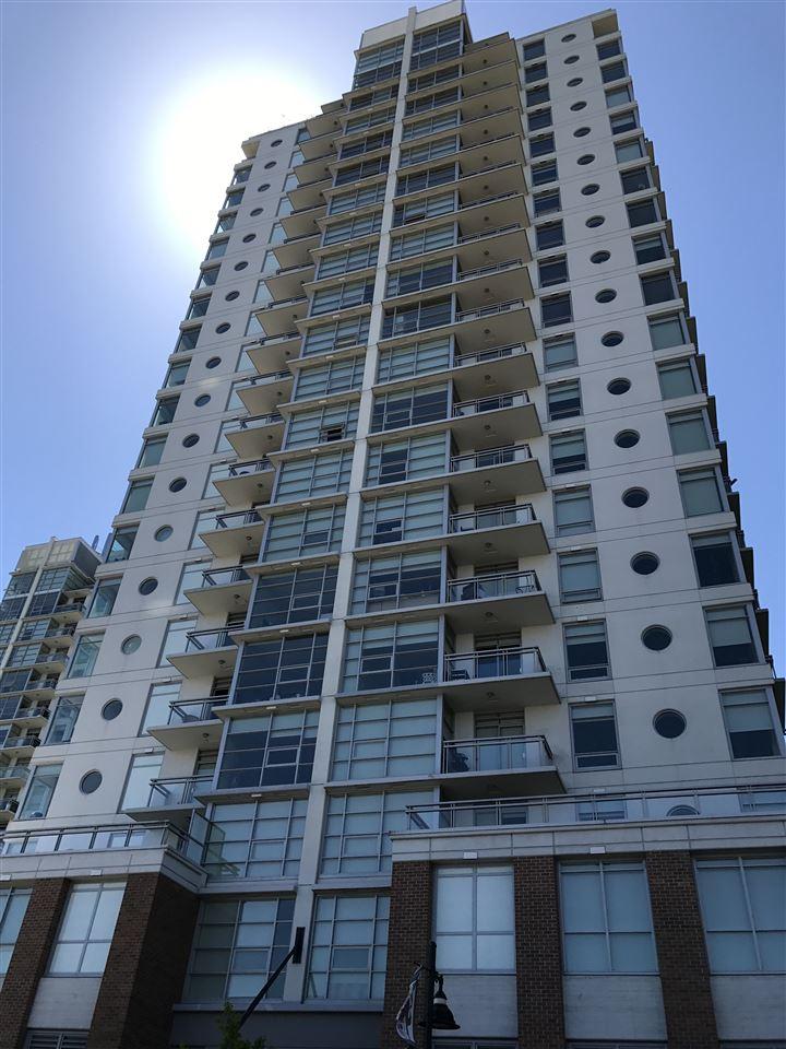 Condo Apartment at 705 15152 RUSSELL AVENUE, Unit 705, South Surrey White Rock, British Columbia. Image 3