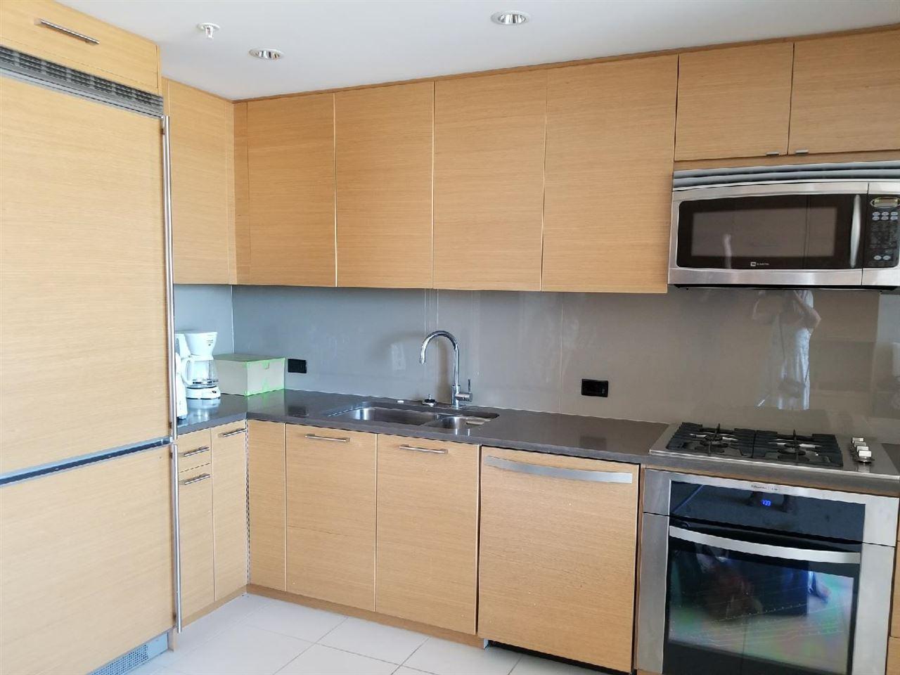 Condo Apartment at 705 15152 RUSSELL AVENUE, Unit 705, South Surrey White Rock, British Columbia. Image 6