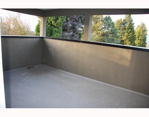 Half-duplex at 4511 ELLERTON COURT, Burnaby South, British Columbia. Image 8
