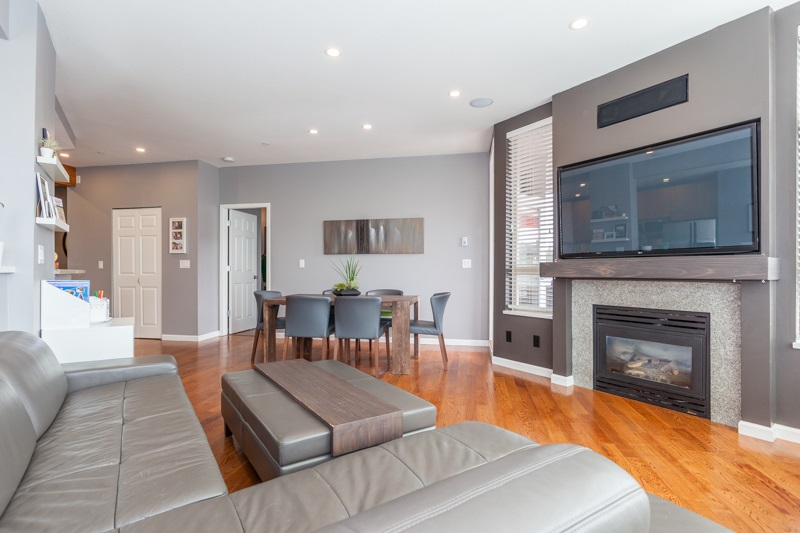 Condo Apartment at 401 580 RAVEN WOODS DRIVE, Unit 401, North Vancouver, British Columbia. Image 3