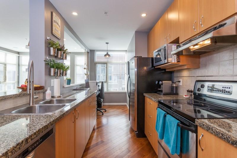 Condo Apartment at 401 580 RAVEN WOODS DRIVE, Unit 401, North Vancouver, British Columbia. Image 6