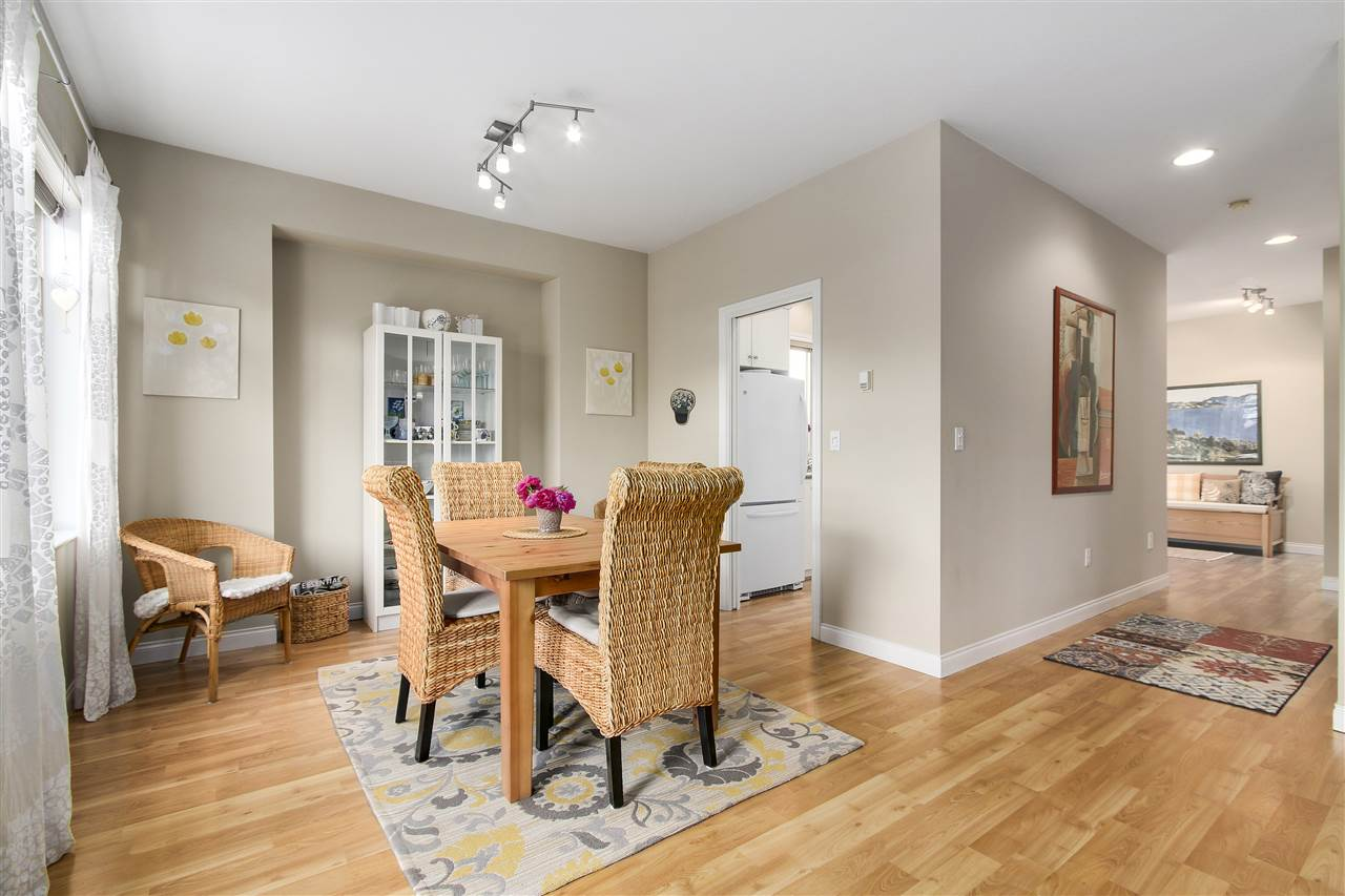 Detached at 6202 48A AVENUE, Ladner, British Columbia. Image 3