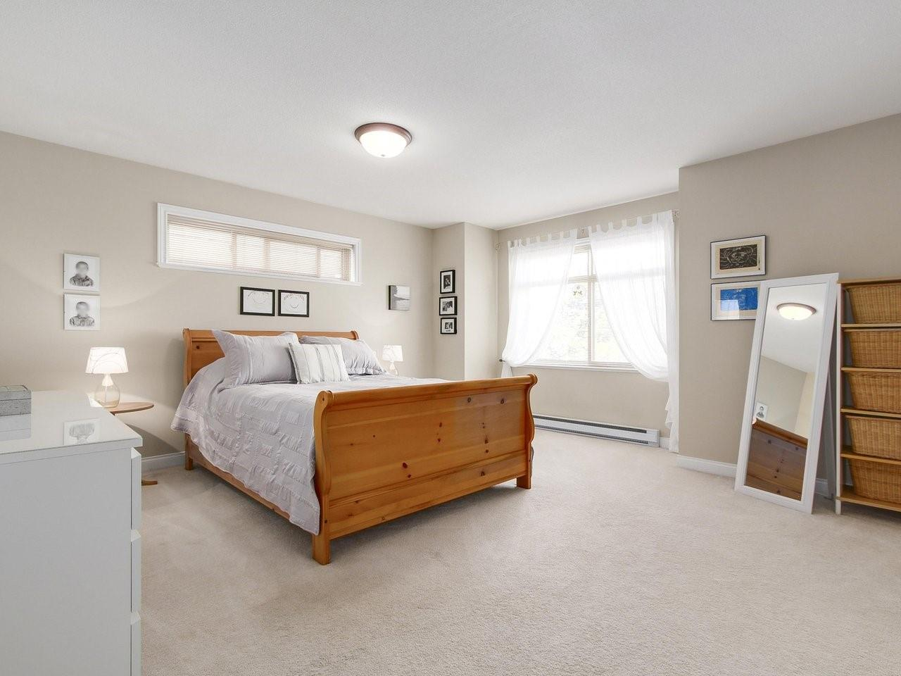 Detached at 6202 48A AVENUE, Ladner, British Columbia. Image 10