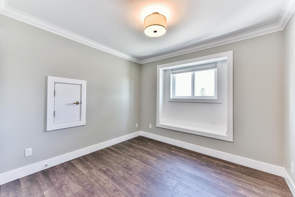 Half-duplex at 6076 WALKER AVENUE, Burnaby South, British Columbia. Image 13