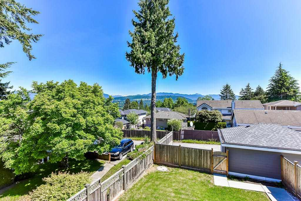 Half-duplex at 6076 WALKER AVENUE, Burnaby South, British Columbia. Image 16