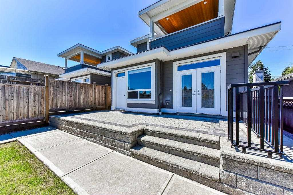 Half-duplex at 6076 WALKER AVENUE, Burnaby South, British Columbia. Image 18