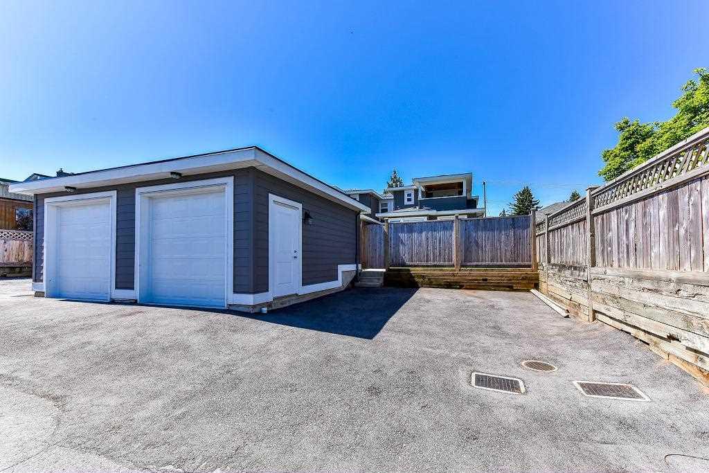 Half-duplex at 6076 WALKER AVENUE, Burnaby South, British Columbia. Image 20
