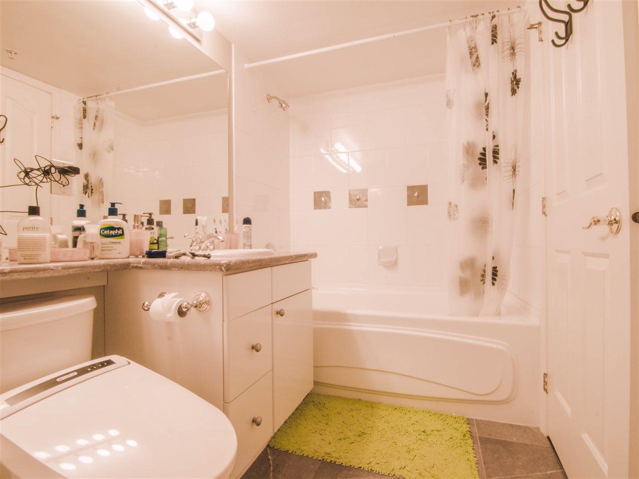 Condo Apartment at 1701 8238 SABA ROAD, Unit 1701, Richmond, British Columbia. Image 15