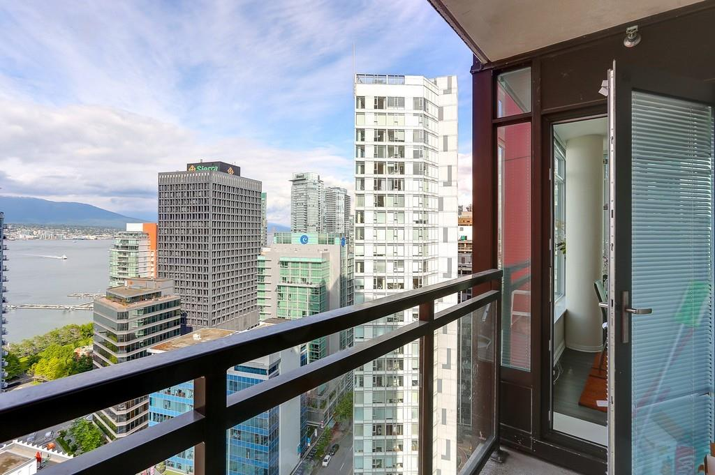 Condo Apartment at 2405 1211 MELVILLE STREET, Unit 2405, Vancouver West, British Columbia. Image 7
