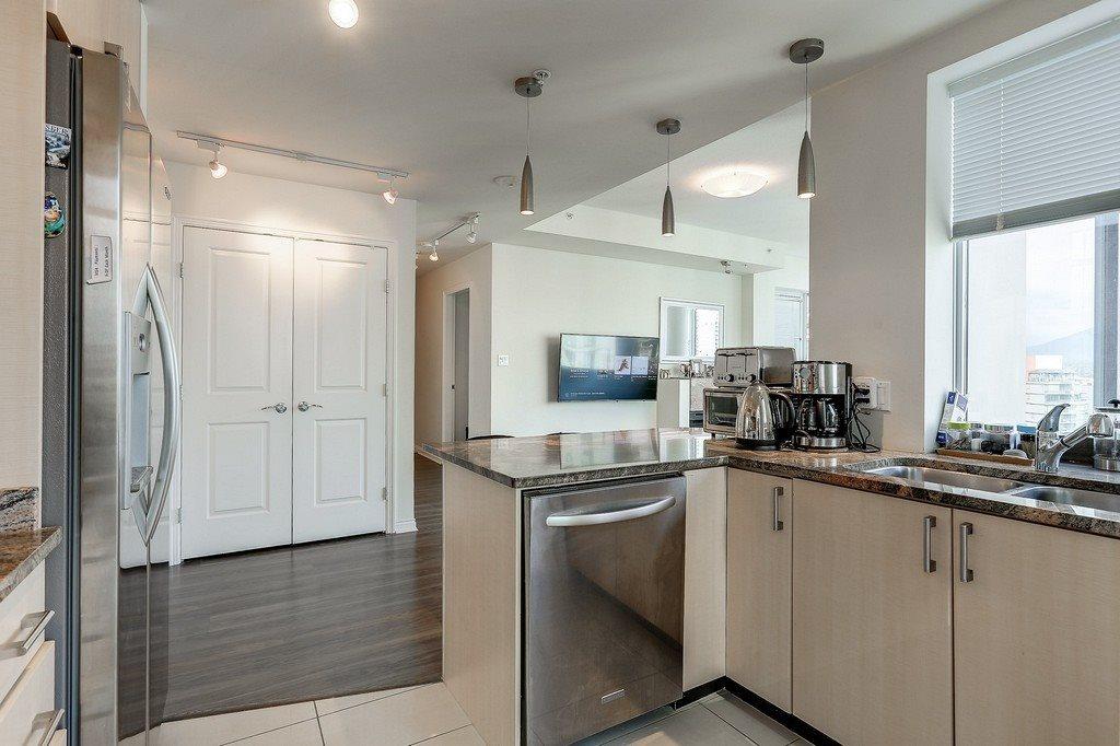 Condo Apartment at 2405 1211 MELVILLE STREET, Unit 2405, Vancouver West, British Columbia. Image 11