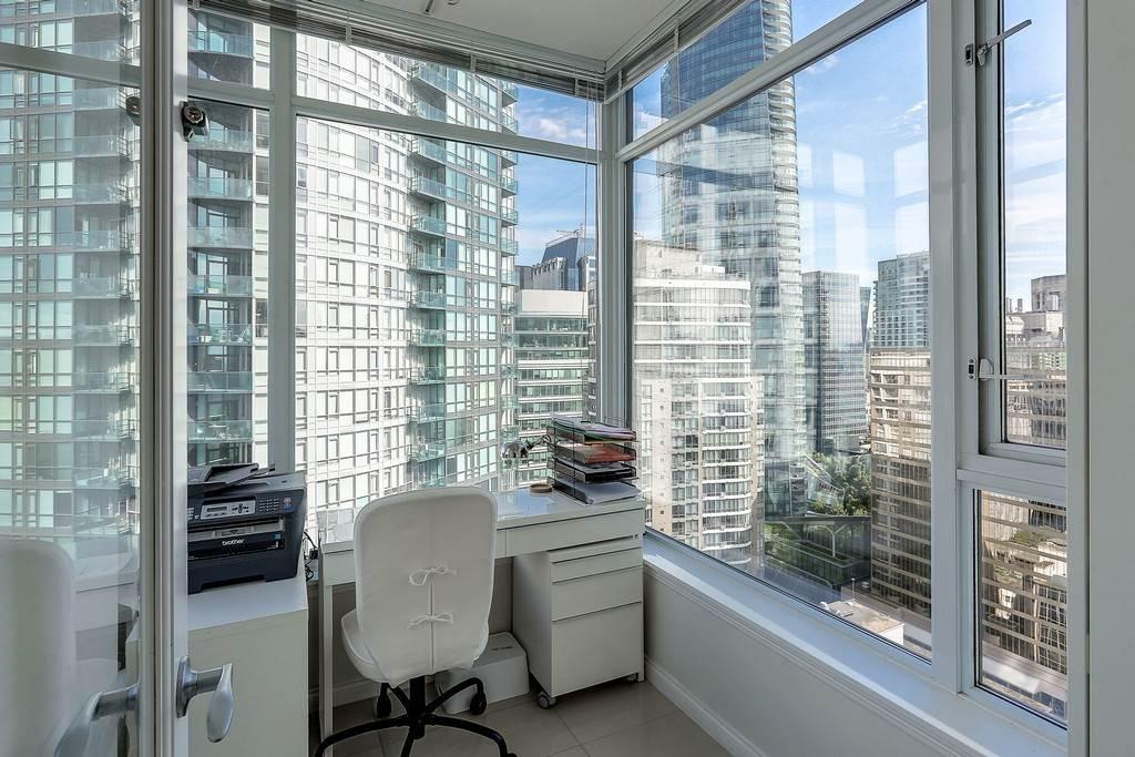 Condo Apartment at 2405 1211 MELVILLE STREET, Unit 2405, Vancouver West, British Columbia. Image 12