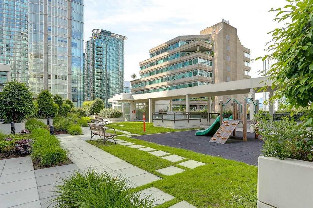 Condo Apartment at 2405 1211 MELVILLE STREET, Unit 2405, Vancouver West, British Columbia. Image 17