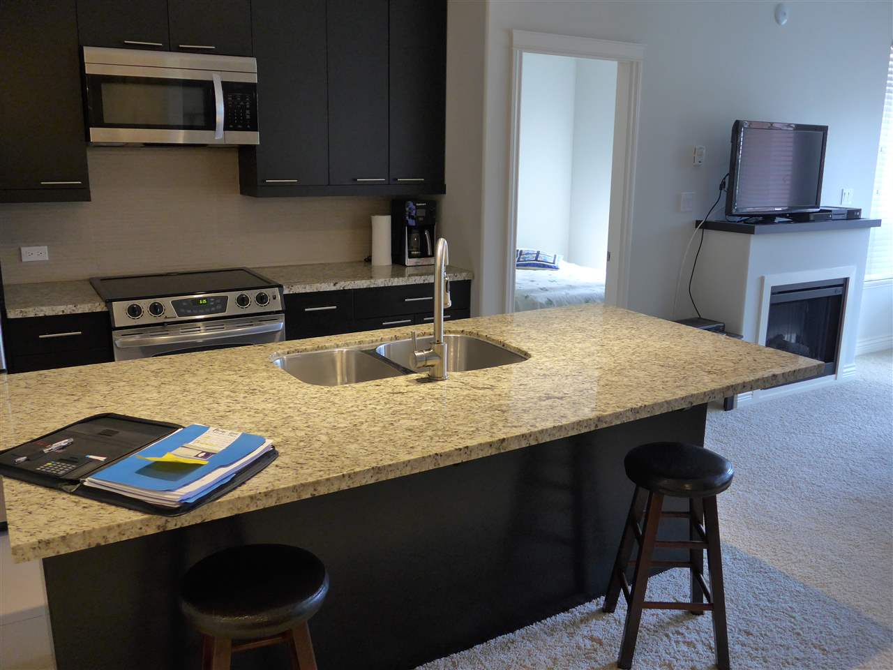 Condo Apartment at 324 2970 KING GEORGE BOULEVARD, Unit 324, South Surrey White Rock, British Columbia. Image 5