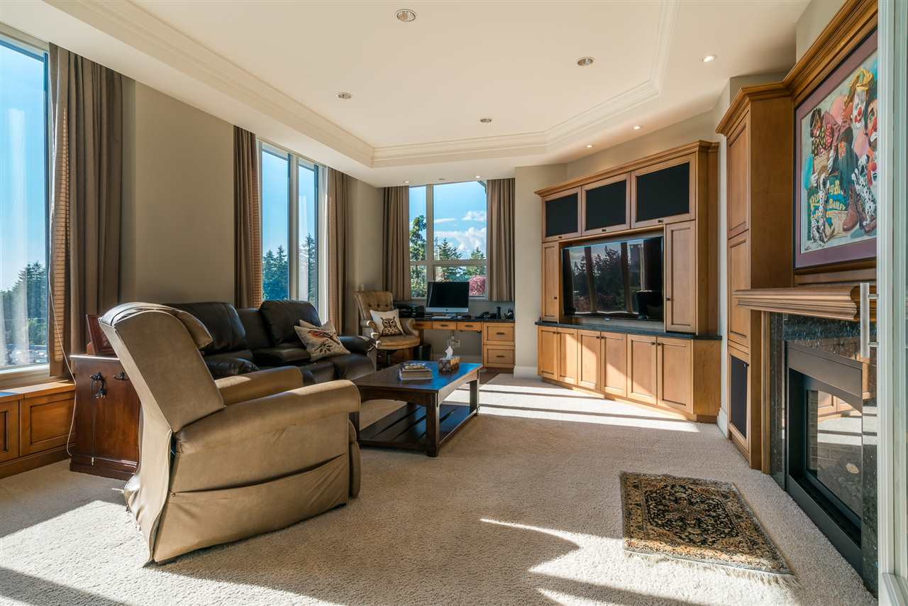 Condo Apartment at 701 1550 MARTIN STREET, Unit 701, South Surrey White Rock, British Columbia. Image 10