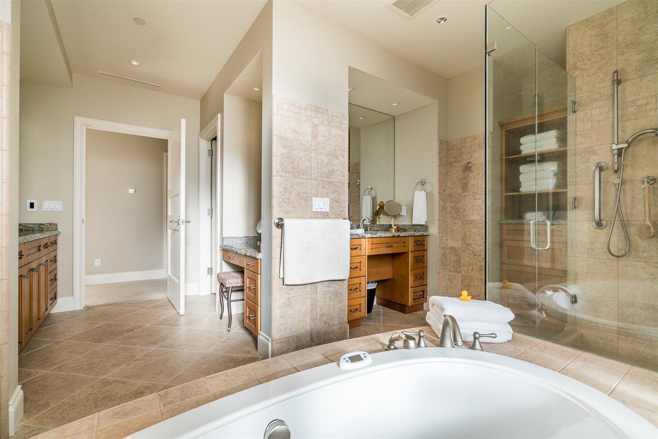 Condo Apartment at 701 1550 MARTIN STREET, Unit 701, South Surrey White Rock, British Columbia. Image 17