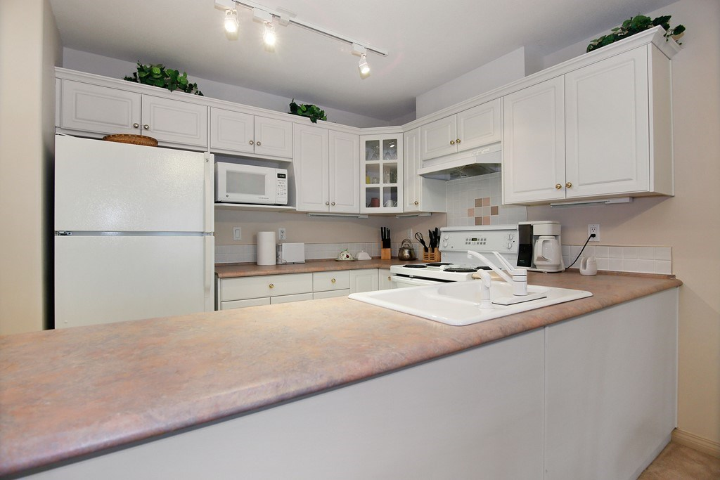 Condo Apartment at 312 328 ESPLANADE AVENUE, Unit 312, Harrison Hot Springs, British Columbia. Image 8