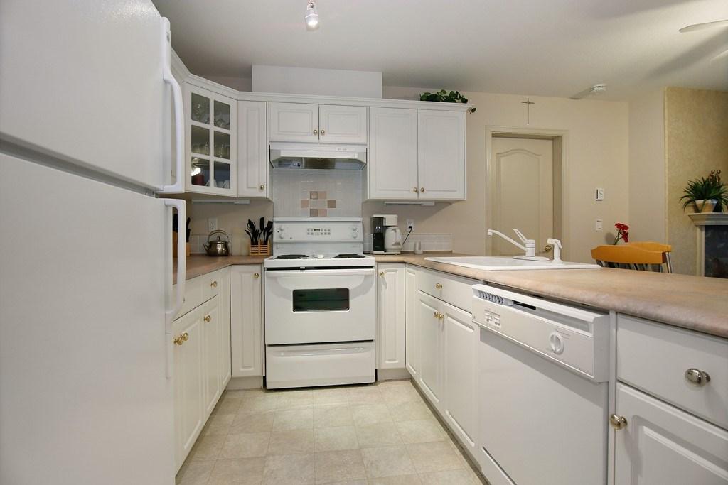 Condo Apartment at 312 328 ESPLANADE AVENUE, Unit 312, Harrison Hot Springs, British Columbia. Image 9