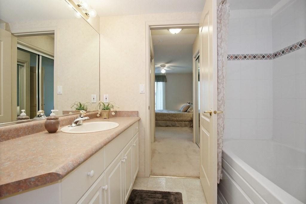 Condo Apartment at 312 328 ESPLANADE AVENUE, Unit 312, Harrison Hot Springs, British Columbia. Image 12