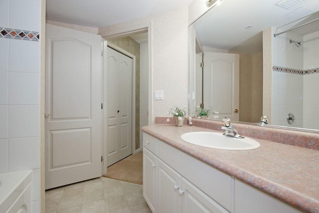 Condo Apartment at 312 328 ESPLANADE AVENUE, Unit 312, Harrison Hot Springs, British Columbia. Image 13