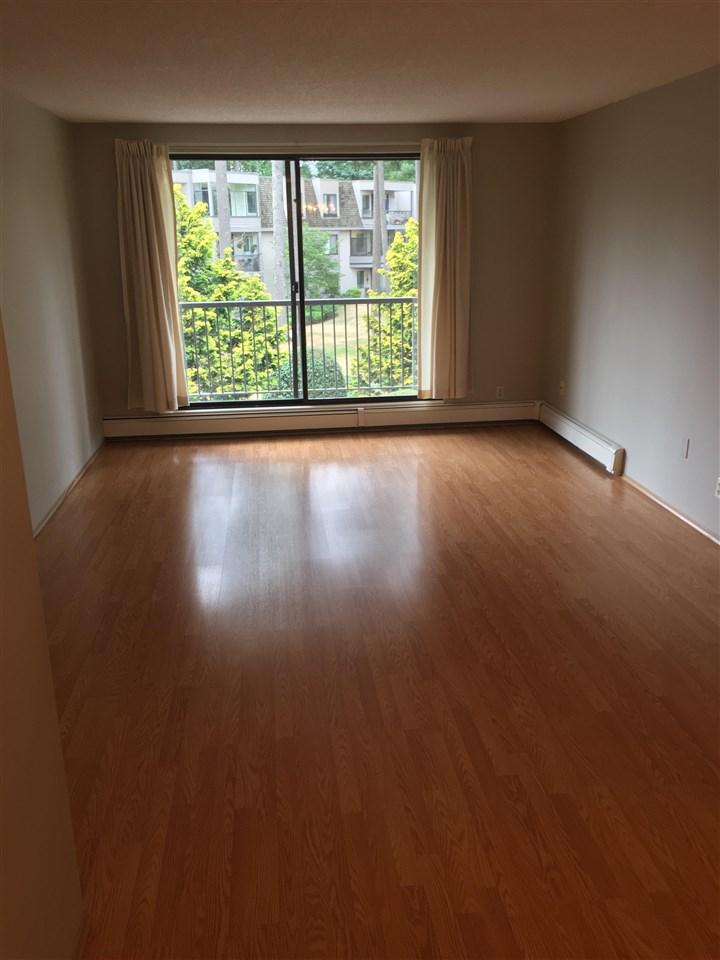 Condo Apartment at 206 1720 SOUTHMERE CRESCENT, Unit 206, South Surrey White Rock, British Columbia. Image 1