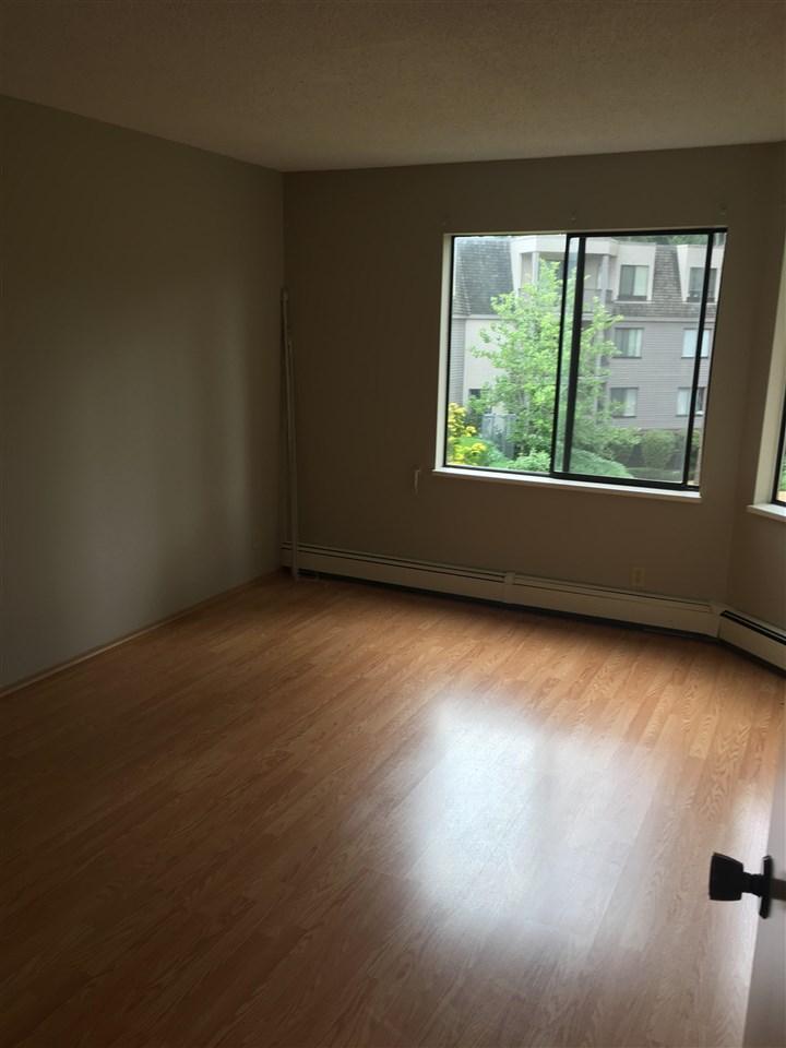 Condo Apartment at 206 1720 SOUTHMERE CRESCENT, Unit 206, South Surrey White Rock, British Columbia. Image 7