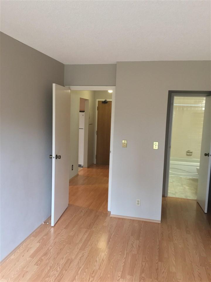 Condo Apartment at 206 1720 SOUTHMERE CRESCENT, Unit 206, South Surrey White Rock, British Columbia. Image 9