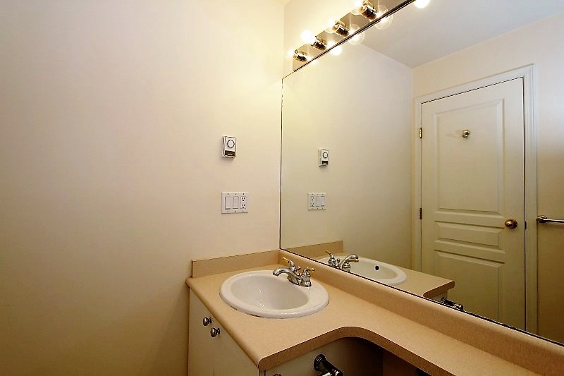 Townhouse at 40 6670 RUMBLE STREET, Unit 40, Burnaby South, British Columbia. Image 13
