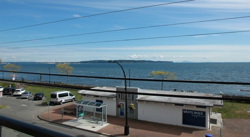 Condo Apartment at 302 15449 MARINE DRIVE, Unit 302, South Surrey White Rock, British Columbia. Image 2