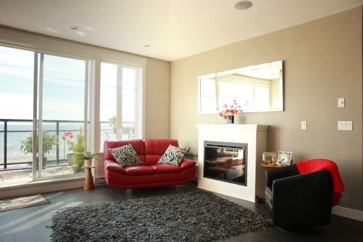 Condo Apartment at 302 15449 MARINE DRIVE, Unit 302, South Surrey White Rock, British Columbia. Image 4