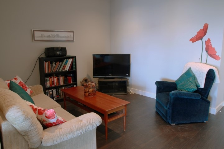 Condo Apartment at 302 15449 MARINE DRIVE, Unit 302, South Surrey White Rock, British Columbia. Image 5