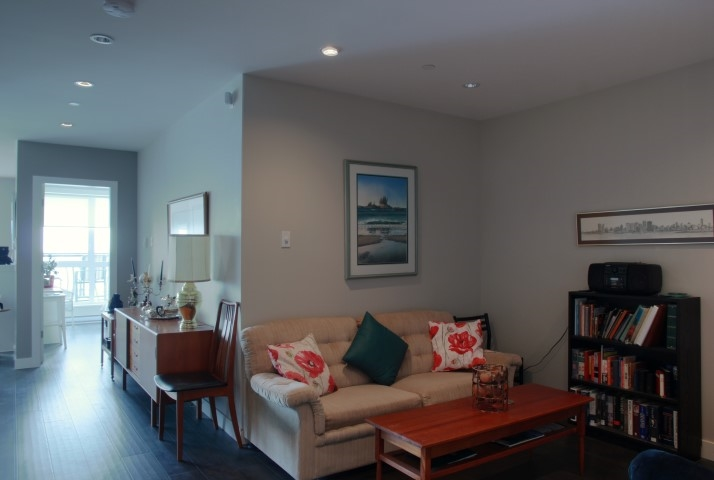Condo Apartment at 302 15449 MARINE DRIVE, Unit 302, South Surrey White Rock, British Columbia. Image 6