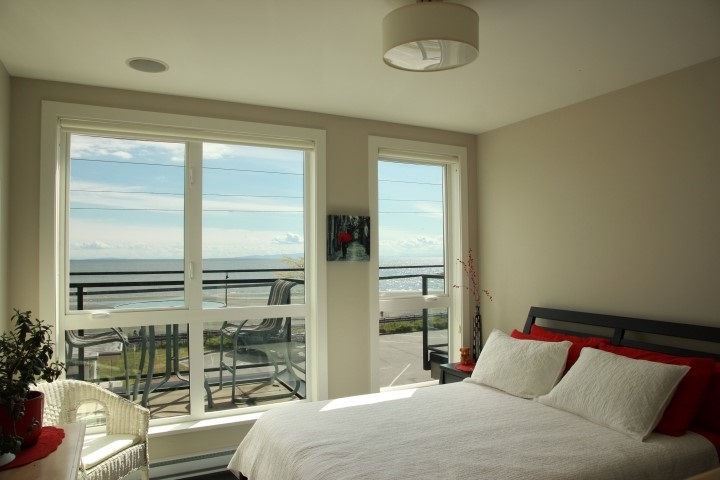 Condo Apartment at 302 15449 MARINE DRIVE, Unit 302, South Surrey White Rock, British Columbia. Image 7