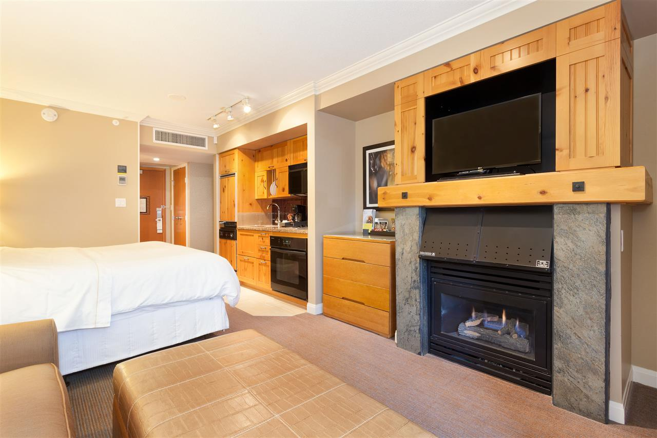 Condo Apartment at 575 4090 WHISTLER WAY, Unit 575, Whistler, British Columbia. Image 3